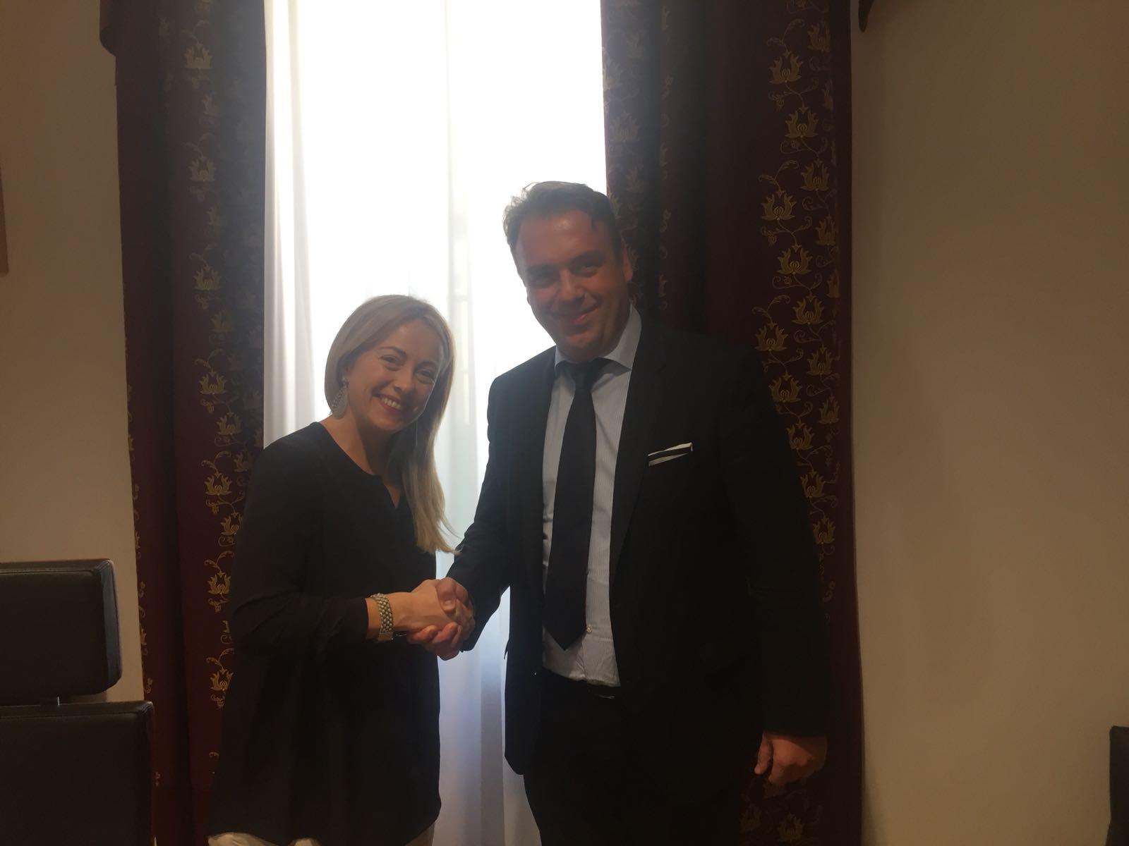 Giorgia Meloni, leader di Fratelli d'Italia con l'ambasciatore ungherese, Adam Zoltan Kovacs.