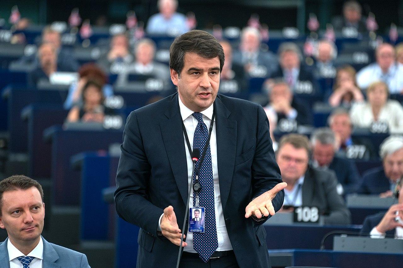 Co-presidente del gruppo europeo Ecr-Fratelli d'Italia, Raffaele Fitto.