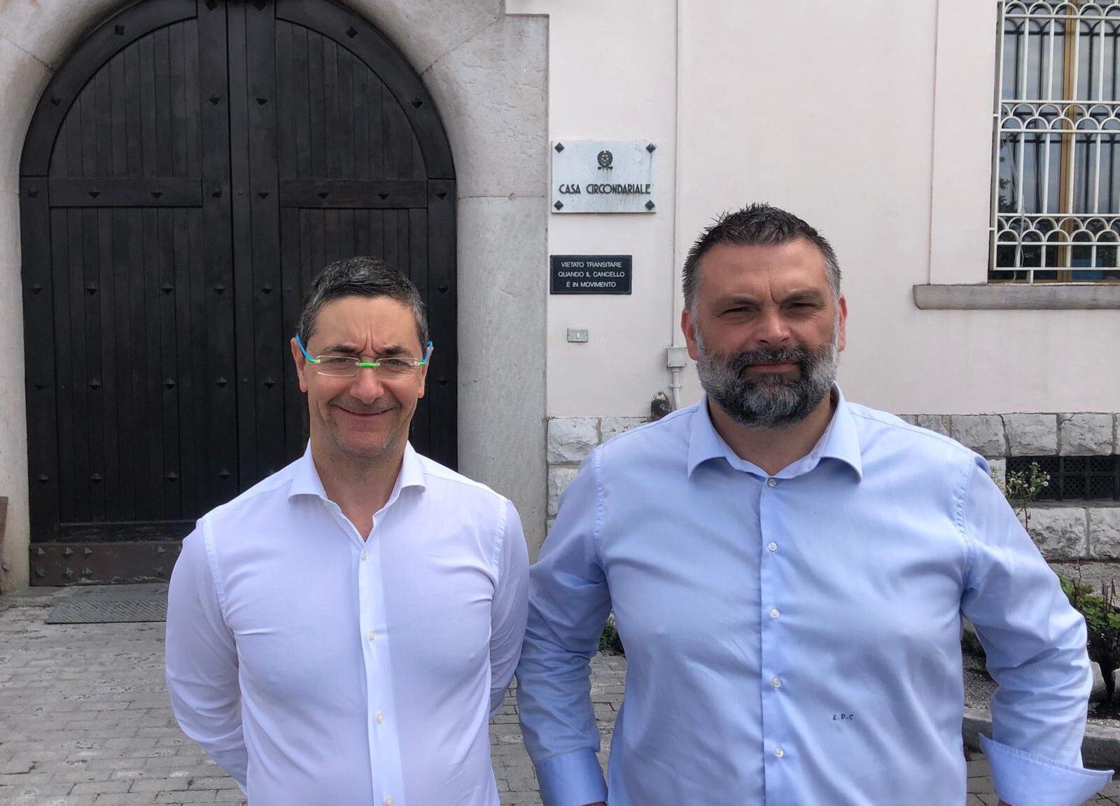 il deputato e coordinatore veneto di Fratelli d'Italia, Luca De Carlo, e il consigliere comunale Raffaele Addamiano, visitano al carcere di Baldenich, a Belluno.