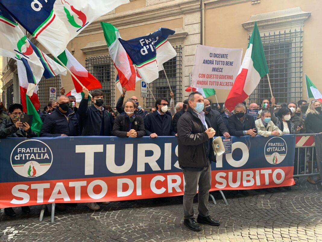 Flash mob organizzato FdI per chiedere al Ministro Franceschini lo stato di crisi nel settore turismo