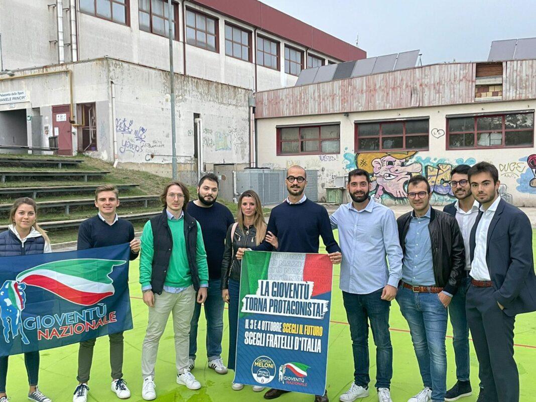 Fabio Roscani, Presidente Nazionale di Gioventù Nazionale durante la visita alla Comunità militante marchigiana.