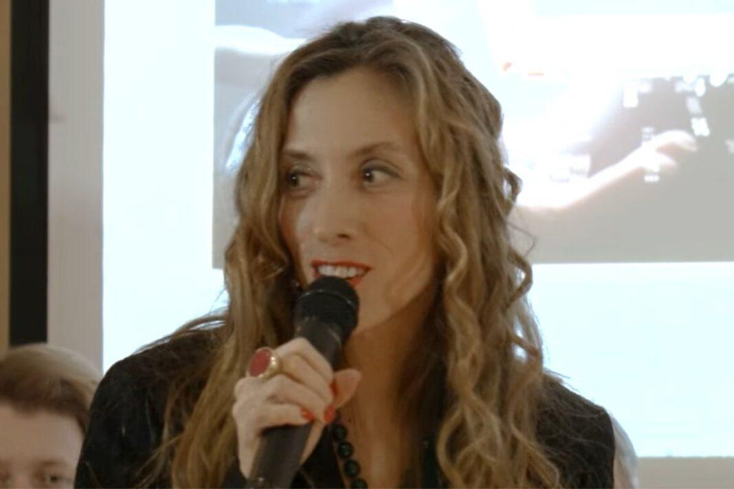 Mery Azman, la candidata nel municipio 3 a Milano - Frame del video pubblicato sulla pagina Youtube Rotary Club Milano Porta Venezia.