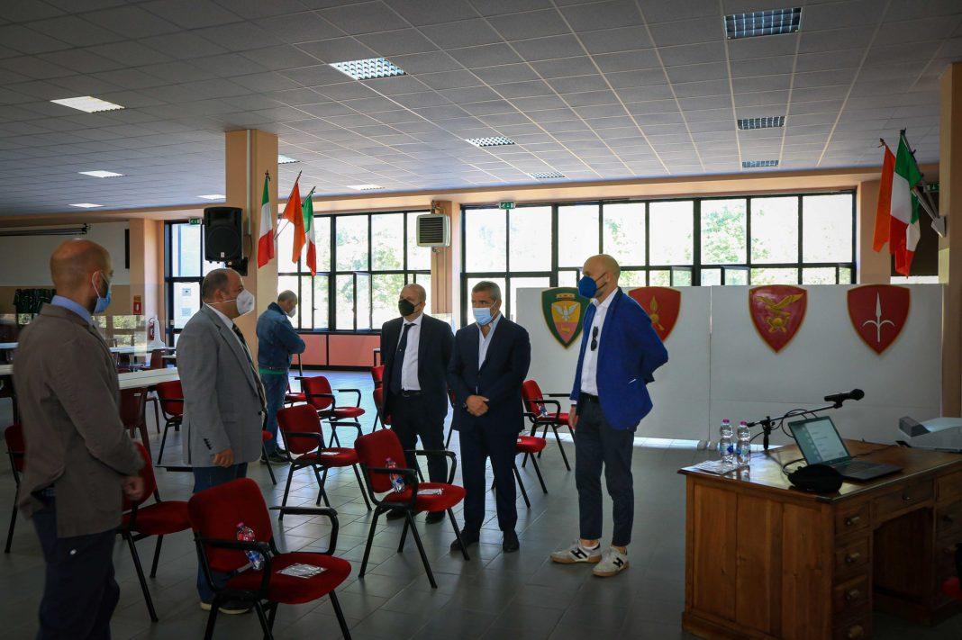 Salvatore Deidda, Deputato di Fratelli d'Italia e Capogruppo in Commissione Difesa in visita allo Stabilimento Militare del Munizionamento Terreste a Baiano di Spoleto.