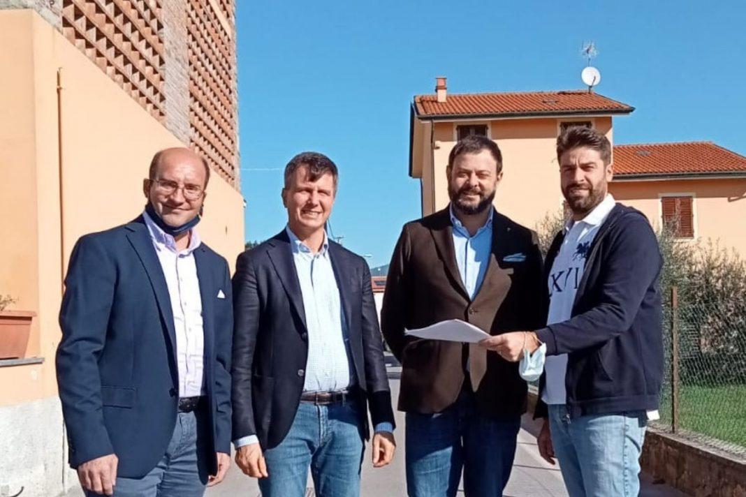 Vittorio Fantozzi, consigliere regionale di Fratelli d'Italia e Marco Martinelli, presidente del gruppo consiliare di Fratelli d'Italia di Lucca a Picciorana.